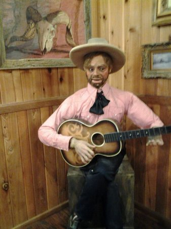 Wall Drug : Play that guitar buddy!