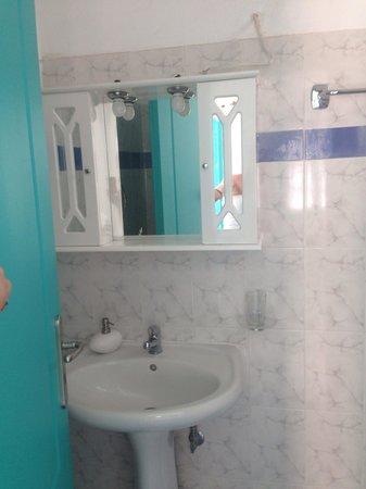 Nissia Apartments: Rest of bathroom xx