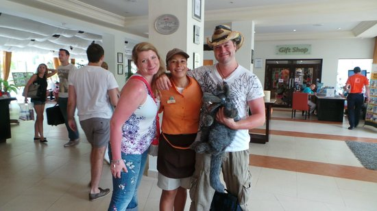 Sensimar Seaside Suites & Spa: Amazing Stephanie (our chiquita!) who always kept us hydrated on the beach :)