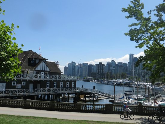 Stanley Park : view when you arrive at the park