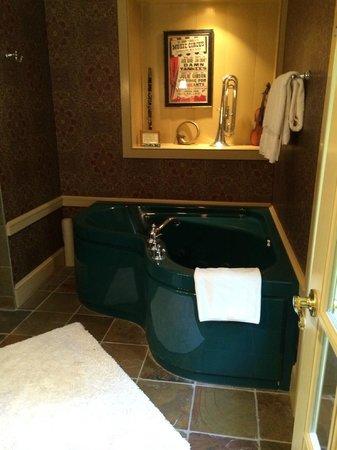 Woolverton Inn: Stockton's Hideaway bathroom