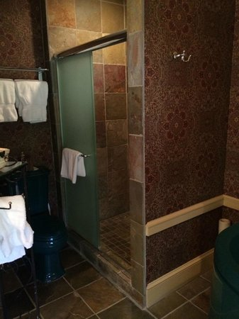 Woolverton Inn: Stockton's Hideaway bathroom