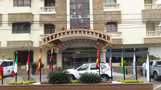 Hotel American Golf: Frente del hotel.
