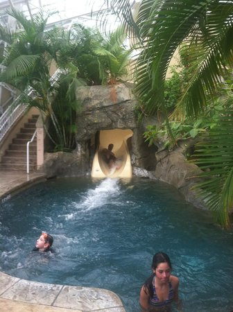 Grand Cascades Lodge: Coming down the water slide