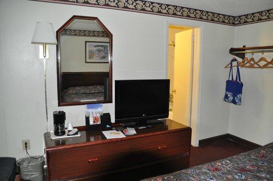 Rodeway Inn: Room view