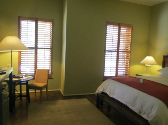 Hotel Healdsburg: room - spacious!