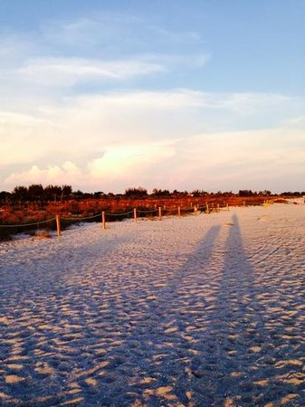 Sanibel Inn Beach Sunset