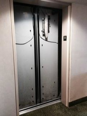 Hampton Inn Ft. Lauderdale /Downtown Las Olas Area: Exposed elevator