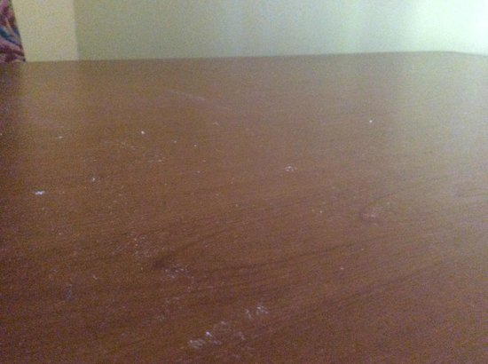 Tuscany Hills Resort: Dust on top of the TV console