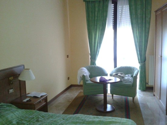 Hotel Clementi : Camera (quadrupla composta da una matrimoniale+doppia e bagno ml ampio)