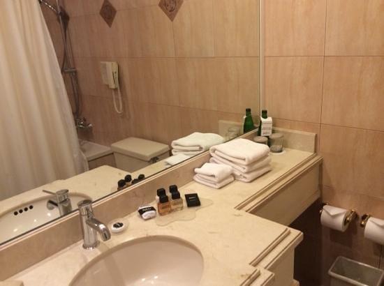 NH Collection Plaza Santiago: baño muy confortable
