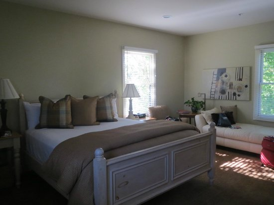 MacArthur Place - Sonoma's Historic Inn & Spa: spacious, large and clean