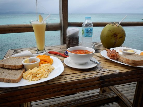 """Spider House Resort: Very basic breakfast which didn't taste any good (drinks not included in the """"free breakfast"""")"""