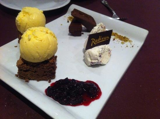 NH Collection Plaza Santiago: postres de chocolate para degustar en el Brick