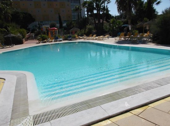 Holiday Village Algarve Balaia: One of the pools