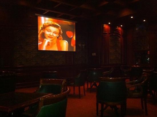 NH Collection Plaza Santiago: bar pintoresco
