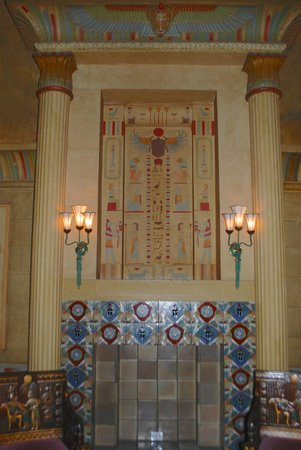Fox Theatre : The women's lounge, also very Egyptian.