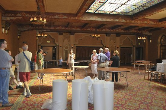 Fox Theatre : Reception, wedding, dinner, meeting room. Beautiful colored glass skylight.