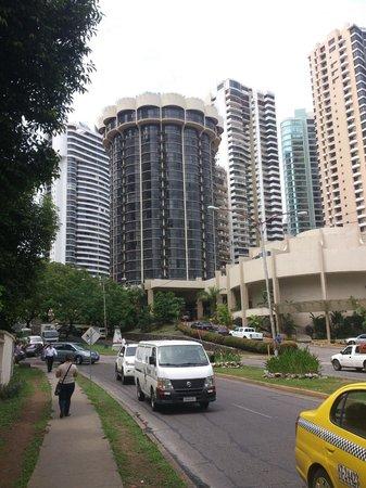 Plaza Paitilla Inn: viste del hotel desde multicentro