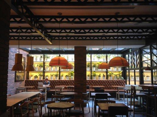 Hotel Praktik Bakery: Hotel cafe area