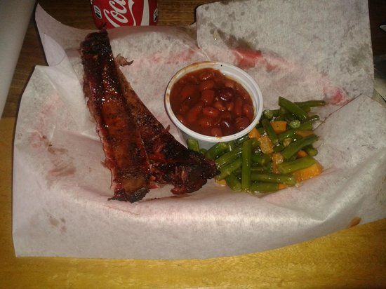 Pappy's BBQ Antigua: Ribs, beans, and greenbeans