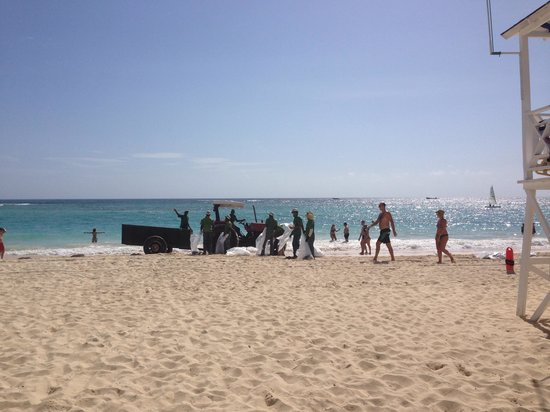 Luxury Bahia Principe Ambar Don Pablo Collection : Cleaning the beach at 9:30 am.