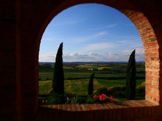 Agriturismo gli archi di Corsanello: Blick vom Balkon, im Hintergrund Siena