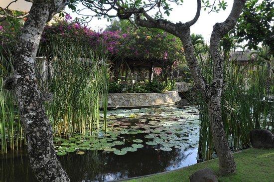 The Royal Beach Seminyak Bali - MGallery Collection: Jardins de l'hôtel