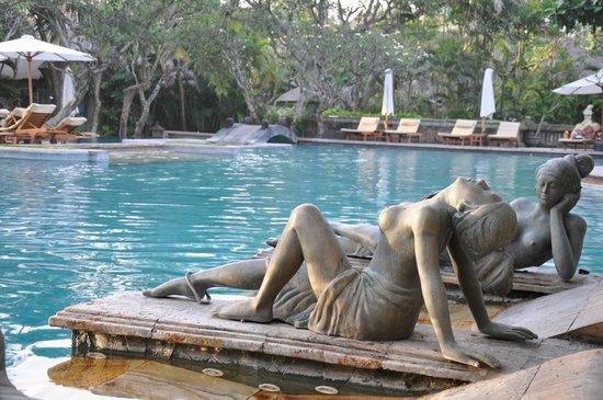 The Royal Beach Seminyak Bali - MGallery Collection: La piscine près de la plage