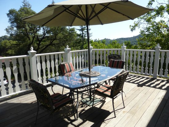 The Inn on Knowles Hill Bed and Breakfast Hotel : Private upper deck only accessible from two rooms