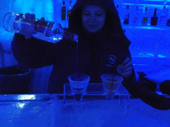 Lindos Ice Bar: waitress service
