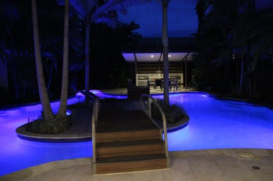 Shantara Resort  Port Douglas: Piscine la nuit
