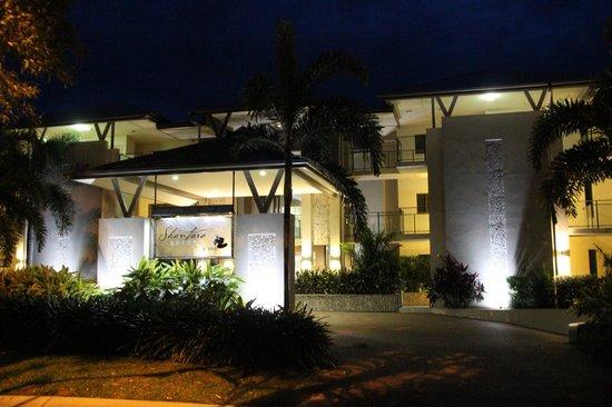 Shantara Resort  Port Douglas: Entrée de nuit