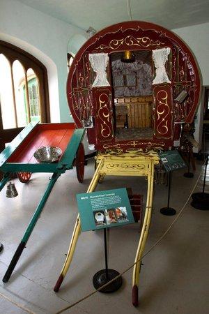 Irish Agricultural Museum & Johnstown Castle Gardens: Lovely caravan