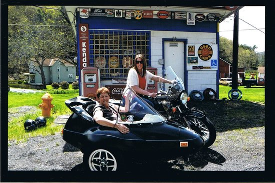 Jim Thorpe Sidecar Tourz : Mother and daugter sidecar tour.