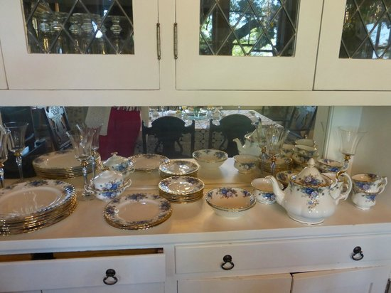 The Inn on Knowles Hill: Rhonda's one of many sets of china