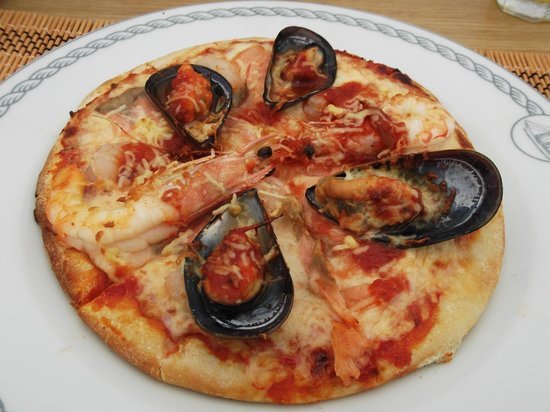 Stefany's Restaurant : seafood pizza