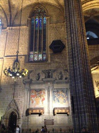 Catedral de Barcelona: coat of arms