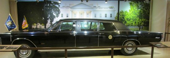 LBJ Presidential Library : LBJ Limo at the library entance