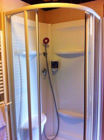 Hotel Cà Tron: doccia stanza 211