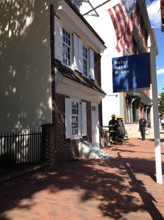 Philly Tour Hub: Betsy Ross House