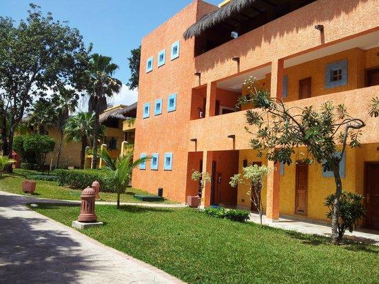 Iberostar Tucan Hotel: un des nombreux batiments!