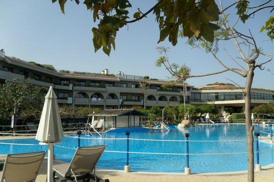 Fiesta Hotel Athenee Palace : hotel coté piscine
