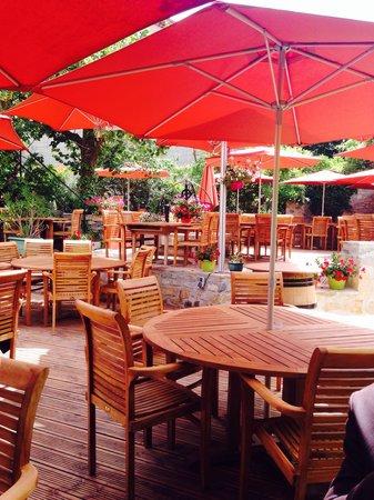 Restaurant le jardin des secrets dans grospierres avec for Restaurant avec jardin dans le 92