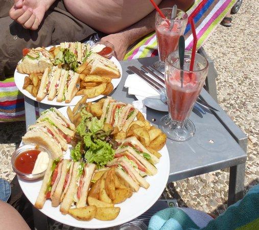 Vouliagmeni Lake : Club sandwich et boisson sorbet fraise