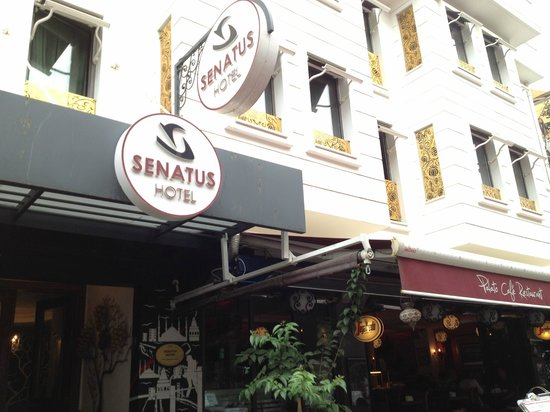 Senatus Hotel : Front of the hotel