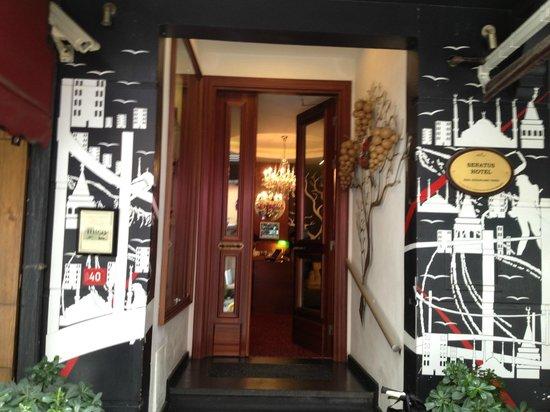 Senatus Hotel : Hotel entrance