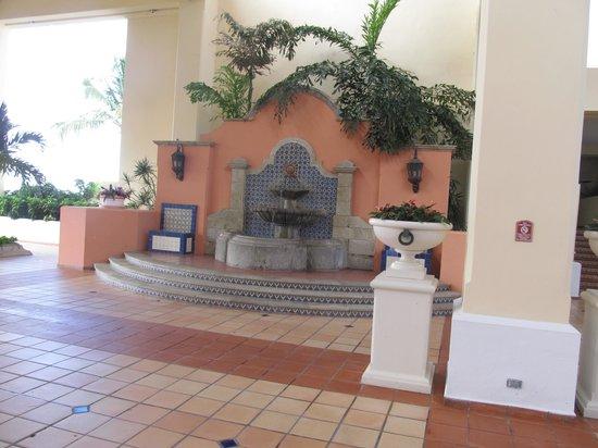 El Conquistador Resort, A Waldorf Astoria Resort: El Con Courtyard Entrance