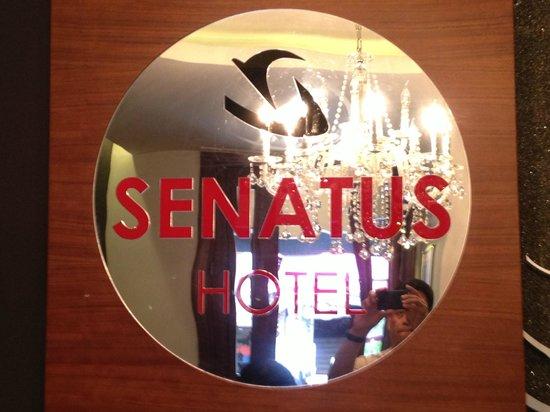 Senatus Hotel : Hotel sign