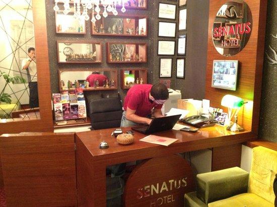 Senatus Hotel : hotel front desk